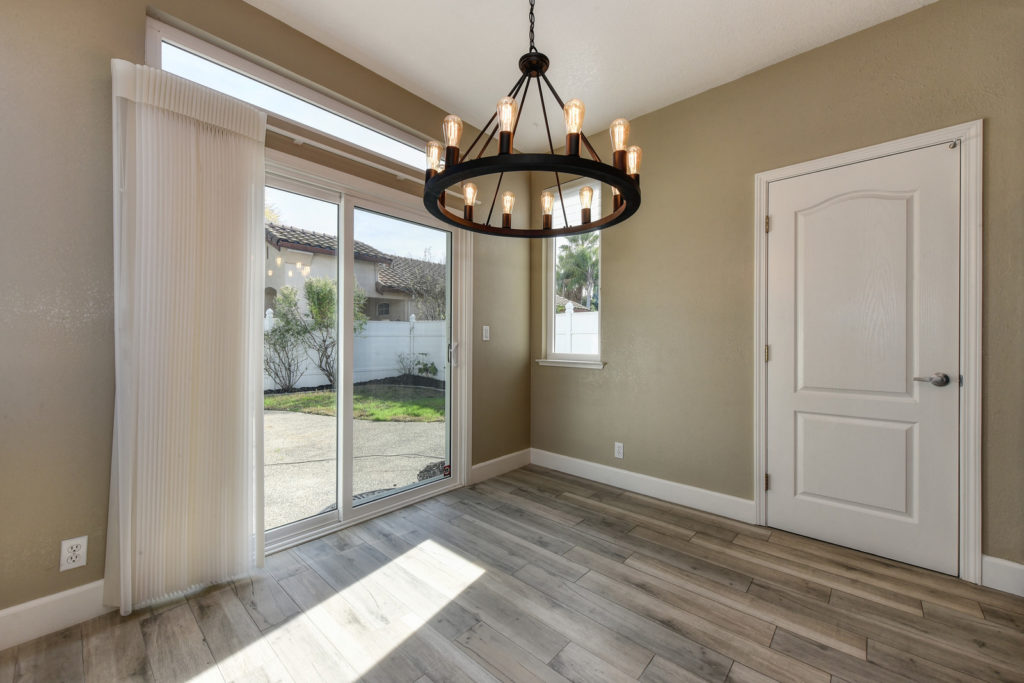 Home for Sale 1733 Atwell Interior Kitchen Breakfast Nook