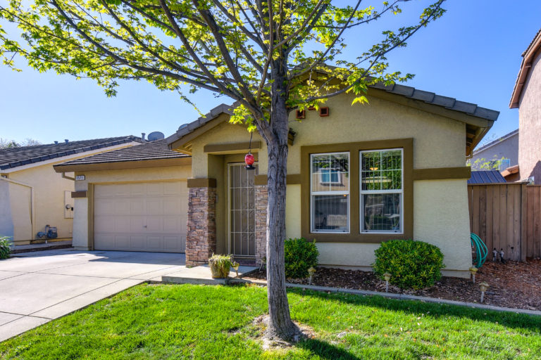 1571 Grey Bunny Roseville 95747 gated community
