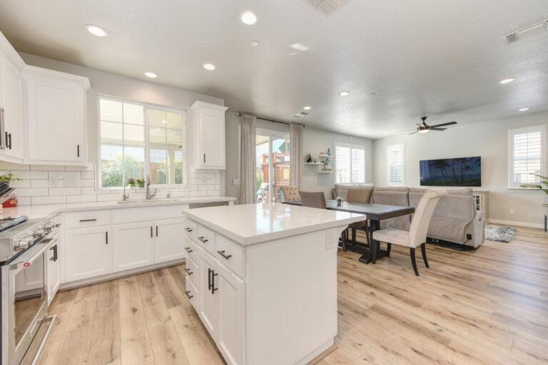 image-18-kitchen-w-TV